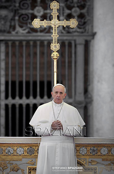 Pope Francis prays vigil in Saint Peter square Pope has called for a global day of fasting and prayer for peace in Syria and against any armed intervention .. Saint Peter square at the Vatican on September 7, 2013.