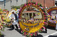 MEDELLÍN - COLOMBIA, 10-08-2014. El tradicional desfile de silleteros se realizó hoy, 10 agosto de 2014, por las calles de Medellín en la versión 57 de la Feria de las Flores 2014 que se realiza en la capital de Antioquia./ The tradictional Silleteros parade was made today, 10 July 2014, by the streets of Medellin at the 57th version of Flower Fair 2014 that takes place in the Antioquia's capital. Photo: VizzorImage / Luis Rios/ Str