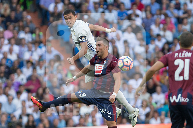 Real Madrid's Kleper Lima Ferreira Pepe and  Eibar's Sergi Enrich durign the match of La Liga between Real Madrid and SD Eibar at Santiago Bernabeu Stadium in Madrid. October 02, 2016. (ALTERPHOTOS/Rodrigo Jimenez)