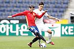 Spain's Alvaro Morata (l) and South Korea's Keehee Kim during friendly match. June 1,2016.(ALTERPHOTOS/Acero)