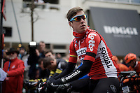 The peloton takes a minute of silence to pay their respect to the victims of the Brussels bombings that took place the day before and left Belgium in mourning. All riders also rode with a black ribbon today, just like last years winner Jelle Wallays (BEL/Lotto-Soudal) here.<br /> <br /> 71st Dwars door Vlaanderen (1.HC)