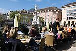 Italy, South tyrol (Alto Adige) Bolzano: Piazza Walther von der Vogelweide, Cafe