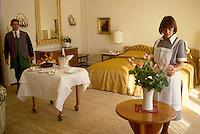 - room service at the Grand Hotel Palace in St. Moritz ....- servizio in camera nel Grand Hotel Palace di St. Moritz