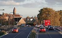 Nederland  Halfweg -  2020.    Er rijdt veel verkeer door Halfweg tijdens de spits. De N200. Foto : ANP/ HH / Berlinda van Dam