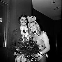 Le sportif Tim Foley et Miss Bonanza Playboy (date exacte inconnue, avant 1984)<br /> <br /> Photo : Agence Quebec Presse - Roland Lachance