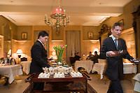 """Europe/France/Rhône-Alpes/73/Savoie/Chambéry: Service au restaurant du """" Château de Candie"""" à Chambéry le Vieux"""