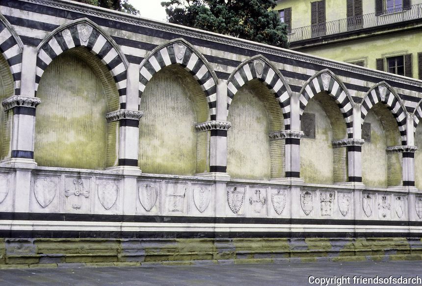 Florence: Santa Maria Novella wall by Alberti, 1450. white and green marble. Photo '83.