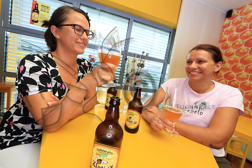 Slovenia -  In the town of Lesce, at the associative centre for apiculture, two young women sample the beer made of honey. ///Slovénie -  Dans la ville de Lesce, au centre d'apiculture associatif, deux jeunes femmes dégustent une bière au miel.