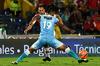 BOGOTA - COLOMBIA - 13 - 05 - 2017: Anderson Plata (Izq.) jugador de Independiente Santa Fe, disputa el balón con Edwin Avila (Der.) jugador de Jaguares F. C., durante partido de la fecha 18 entre Independiente Santa Fe y Jaguares F. C., por la Liga Aguila I-2017, en el estadio Nemesio Camacho El Campin de la ciudad de Bogota. / Anderson Plata (L) player of Independiente Santa Fe struggle for the ball with Edwin Avila (R) player of Jaguares F. C., during a match of the date 18th between Independiente Santa Fe and Jaguares F. C., for the Liga Aguila I -2017 at the Nemesio Camacho El Campin Stadium in Bogota city, Photo: VizzorImage / Luis Ramirez / Staff.