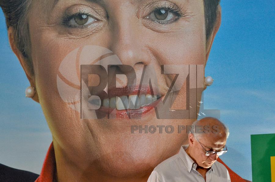 SÃO PAULO, SP, 06.09.2014 – ELEIÇÕES - DILMA - Candidato ao senado pelo PT Eduardo Suplicy durante ato na quadra dos bancários, região central de São Paulo na tarde deste sabado (6). (Foto: Levi Bianco / Brazil Photo Press).
