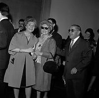 8 Octobre 1966. Vue de Louis Izar et de Jeannine Michau au théâtre du Capitole.<br /> <br /> Louis Izar est un ténor français, né en 1895 et mort en 1970. Il a été directeur artistique du Théâtre du Capitole de Toulouse de 1951 à 1966.