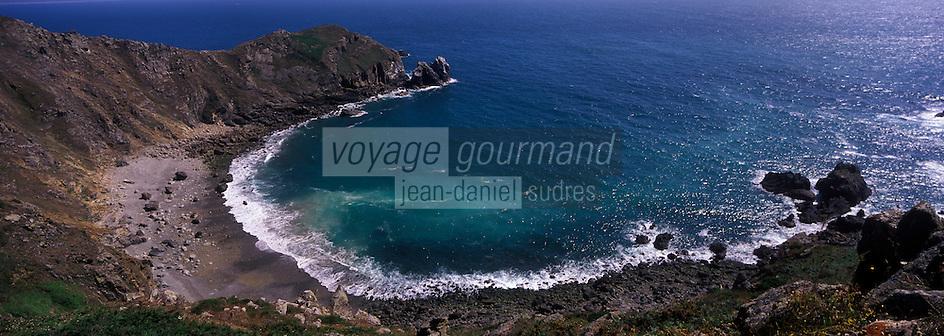 Europe/France/Normandie/Basse-Normandie/50/Manche/Presqu'île de la Hague/Jobourg: Lande de bruyère, Anse de Senival et Nez de Jobourg