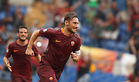 Calcio, Serie A: Roma vs Sampdoria. Roma, stadio Olimpico, 11 settembre 2016.<br /> Roma's Francesco Totti celebrates after scoring the winning goal on a penalty kick during the Italian Serie A football match between Roma and Sampdoria at Rome's Olympic stadium, 11 September 2016. Roma won 3-2.<br /> UPDATE IMAGES PRESS/Isabella Bonotto