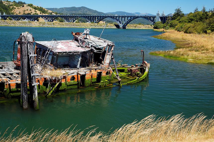 Rotting wrecked tug boat, Gold Beach, Oregon, USA, North America