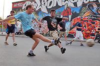 - social center Leoncavallo, soccer street exhibition organized by  Sport Association Salah onlus....- centro sociale Leoncavallo,  partita di calcio di strada organizzata dall'Associazione Sportiva  Salah onlus