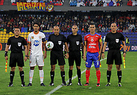 PASTO - COLOMBIA, 21-02-2020: Jairo Palomino del Envigado, Luis Sanchez, árbitro, Camilo Ayala del Pasto y los arbitros asistentes previo al partido por la fecha 6 como parte de Liga BetPlay DIMAYOR I 2020 entre Deportivo Pasto y Envigado F.C. jugado en el estadio Estadio Municipal La Independencia de Pasto. / Jairo Palomino of Envigado, Luis Sanchez, referee, Camilo Ayala of Pasto and assitant referees prior a  match for the date 6 as part of BetPlay DIMAYOR League I 2020 between Deportivo Pasto and Envigado F.C. played at Municipal La Independencia stadium in Pasto. Photo: VizzorImage / Leonardo Castro / Cont