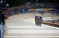 An elite, compact group of 6 riders enter the Roubaix Velodrome to dispute the win in this legendary race by sprint<br /> <br /> 113th Paris-Roubaix 2015