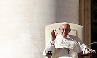 Papa Francesco tiene l'udienza generale del mercoledi' in Piazza San Pietro, Citta' del Vaticano, 16 novembre 2016.<br /> Pope Francis attends his weekly general audience in St. Peter's Square at the Vatican, on November 16, 2016.<br /> UPDATE IMAGES PRESS/Isabella Bonotto<br /> <br /> STRICTLY ONLY FOR EDITORIAL USE