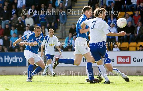 St Johnstone v Morton....02.05.09.Steven Milne makes it 2-1 to saints.Picture by Graeme Hart..Copyright Perthshire Picture Agency.Tel: 01738 623350  Mobile: 07990 594431