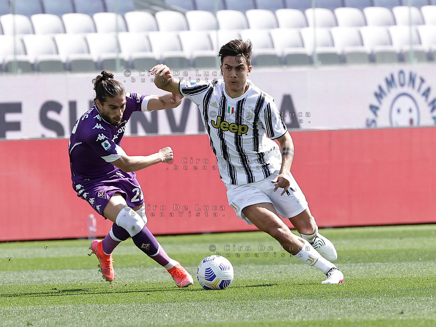 Paulo Dyabala of Juventus Martin Caceres of Fiorentina during the  italian serie a soccer match,Fiorentina - Juventus at  theStadio Franchi in  Florence Italy ,