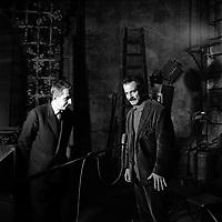 2 Décembre 1963. Vue de Georges Brassens avec une autre personne sur la scène du théâtre du Capitole. Toulouse, France.<br /> <br /> PHOTO:  Fonds André Cros,