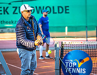 Netherlands, Oktober 24,  2021, Zuidwolde,  KIA Competition Men, premier league,  Suthwalda vs Spijkenisse, Doubles : Umpire changing balls<br /> Photo: Henk Koster/tennisimages.com