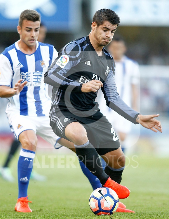 Real Sociedad's Yuri Berchiche (l) and Real Madrid's Alvaro Morata during La Liga match. August 21,2016. (ALTERPHOTOS/Acero)