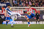 Antoine Griezmann of Atletico de Madrid fights for the ball with Javi Fuego of RCD Espanyol during the La Liga match between Atletico de Madrid and RCD Espanyol at the Vicente Calderón Stadium on 03 November 2016 in Madrid, Spain. Photo by Diego Gonzalez Souto / Power Sport Images