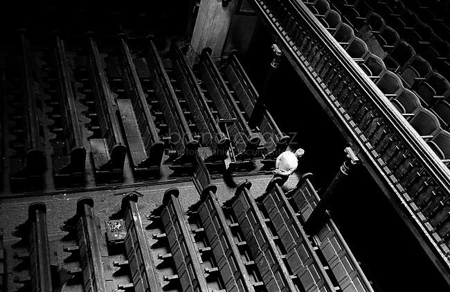 ROMANIA, Timisoara, May 2003..Abandoned synagogue. 900,000 before the war, the Jews of Romania are now less than 12,000..ROUMANIE, Timisoara, Mai 2003..Synagogue abandonnée. 900000 avant la guerre, les Juifs de Roumanie sont aujourd'hui moins de 12000..© Bruno Cogez