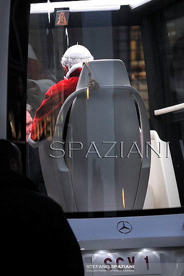 Pope Benedict XVI prayer ceremony during the traditionnal visit to the statue of Mary on the day of the celebration of the Immaculate Conception et Piazza di Spagna (Spanish Square) on December 8, 2012..