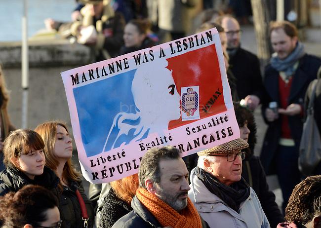 """FRANCE, Paris, 27/01/2013, Manifestation pour le mariage homosexuel..""""Marianne était lesbienne"""". Entre 135000 et 400000 personnes ont défilé à Paris entre la place Denfert-Rochereau et la place dela Bastille pour réclamer le mariage pour tous et la procréation médicalement assistée  (PMA) pour les couples homosexuels. Ils entendaient faire pression sur le gouvernement de François Hollande à deux jours de l'étude de la loi par le parlement..Il y a deux semaines, les opposants au mariage et à la PMA pour les homosexuels avaient réuni entre 400000 et 800000 personnes dans les rues de Paris..© Bruno Cogez..FRANCE, Paris, 27/01/2013, Demontration for gay marriage..""""Marianne was a lesbian""""..Between 135,000 and 400,000 people marched in Paris from the square Denfert-Rochereau to the square  Bastille  for marriage and for  medically assisted procreation (MAP) for homosexual couples. They wanted to put pressure on the government of François Hollande two days before the study of law by parliament..Two weeks ago, opponents of marriage and MAP homosexuals had met between 400,000 and 800,000 people in the streets of Paris..© Bruno Cogez"""