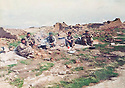 Iraq 1988 .On march 2nd, peshmergas having lunch in the ruins of Kurda Mir, district of Germian .Irak 1988 .Le 2 mars, peshmergas dejeunant dans les ruines du village de Kurda Mir dans le Germian