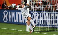 Dresden , 100711 , FIFA / Frauen Weltmeisterschaft 2011 / Womens Worldcup 2011 , Viertelfinale ,  .Brasilien (BRA) gegen USA  . Torhüterin Hope Solo (USA) hält im Elfmeterschiessen den Schuss von Daiane (BRA) .Foto:Karina Hessland .