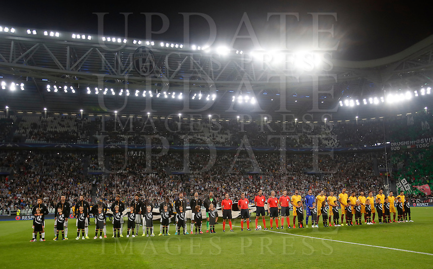 Calcio, Champions League: Juventus vs Siviglia: Torino, Juventus Stadium, 14 settembre 2016. <br /> Juventus and Sevilla teams line up prior to the start of the Champions League Group H football match between Juventus and Sevilla at Turin's Juventus Stadium, 16 September 2016.<br /> UPDATE IMAGES PRESS/Isabella Bonotto
