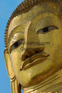 Thailand, Central Thailand, Bangkok: Wat Indrawhan Close up of Golden Buddha | Thailand, Zentralthailand, Bangkok: Wat Indrawhan, Detail einer goldenen Buddha-Statue