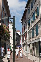Europe/France/Aquitaine/64/Pyrénées-Atlantiques/Pays-Basque/Bayonne:  Vieilles demeures - Rue Sainte-Catherine