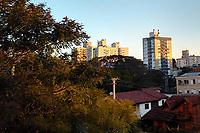 PORTO ALEGRE, RS, 22/08/2020 - CLIMA - TEMPO -  Final de tarde, após um dia de sol, em Porto Alegre, neste sábado (22).