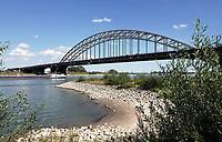 Nederland  Nijmegen  - September 2020 .   De Waalbrug. Laag water.   Foto : ANP/ Hollandse Hoogte / Berlinda van Dam