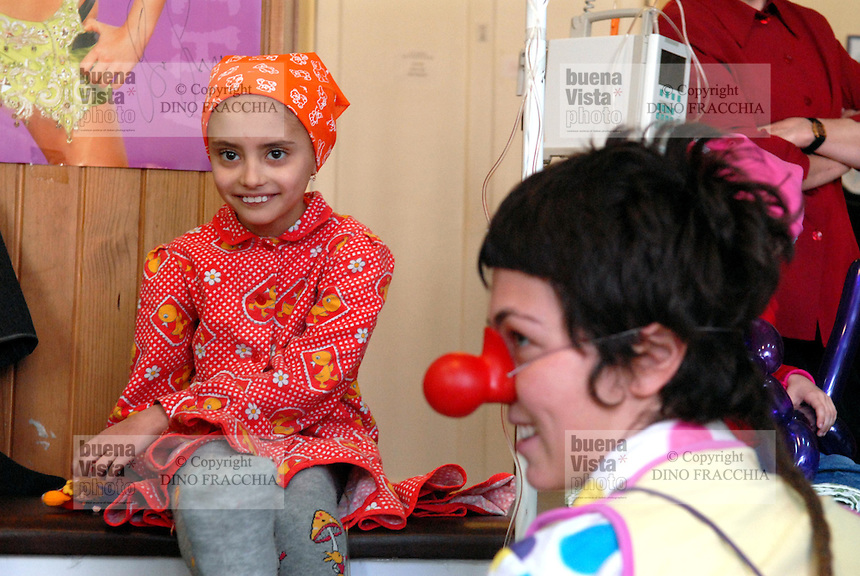 """- 20 years from the nuclear incident of Chernobyl, pediatric oncologic hospital of Kiev, volunteers of Italian humanitarian association  """"Veronica Sacchi"""" play with the sick children  victims of the radiations....- 20 anni dall'incidente nucleare di Chernobyl, ospedale oncologico pediatrico di Kiev, volontari dell'associazione umanitaria italiana """"Veronica Sacchi"""" giocano coi bambini ammalati vittime delle radiazioni"""