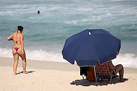 Rio de  Janeiro,4 de Maio de 2012- Movimentação na  praia da Barra da Tijuca , nessa  segunda-feira (4) , na  Capital  Fluminense.<br /> Guto Maia / Brazil Photo Press