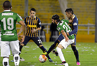 ROSARIO - ARGENTINA - 12-05-2016: Walter Montoya (Der.) jugador de Rosario Central de Argentina, disputa el balón con Sebastian Perez (Izq.) jugador de Atletico Nacional de Colombia durante partido de ida de cuartos de final, entre Rosario Central y Atletico Nacional por la Copa Bridgestone Libertadores 2016 en el Estadio Gigante de Arroyito, de la ciudad de Rosario. / Walter Montoya (R) player of Rosario Central of Argentina, vies for the ball with Sebastian Perez (L) player Atletico Nacional of Colombia, during a match for the first leg for the quarterfinal between Rosario Central and Atletico Nacional for the Bridgestone Libertadores Cup 2016, in the Gigante de Arroyito Stadium, in Rosario city. Photo: Photogamma / Mario Garcia / VizzorImage / Cont.