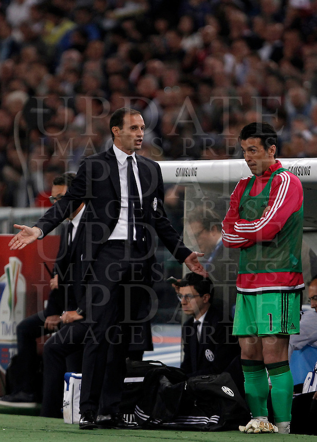 Calcio, finale Tim Cup: Milan vs Juventus. Roma, stadio Olimpico, 21 maggio 2016.<br /> Juventus coach Massimiliano Allegri, left, flanked by goalkeeper Gianluigi Buffon, gestures during the Italian Cup final football match between AC Milan and Juventus at Rome's Olympic stadium, 21 May 2016.<br /> UPDATE IMAGES PRESS/Isabella Bonotto