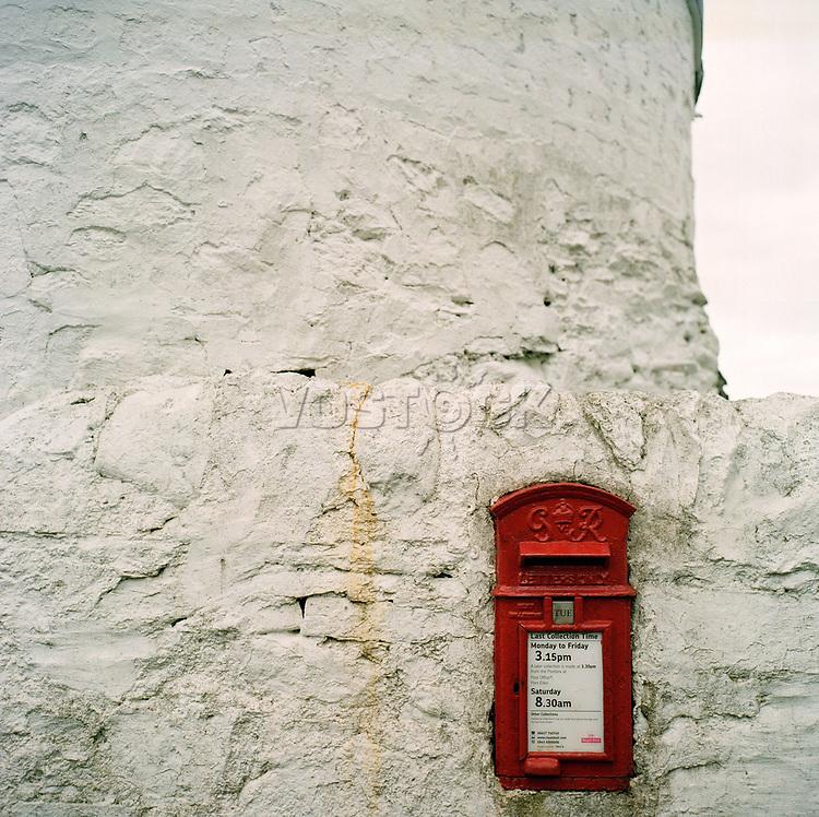 Schottland, Innere Hebriden, Islay, Whisky, eingemauerter Briefkasten, <br /> Europa, Grossbritannien, 04/2009; MF; (Bildtechnik: sRGB, 70.00 MByte vorhanden)<br /> <br /> English: Scotland, Inner Hebrides, Islay, whisky, postbox in wall, mailbox,<br /> Europe, Great Britain, April 2009