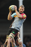Chris Robshaw of Harlequins secures the first lineout ball after George Kruis of Saracens leaves the field injured during the Premiership Rugby match between Harlequins and Saracens - 09/01/2016 - Twickenham Stoop, London<br /> Mandatory Credit: Rob Munro/Stewart Communications