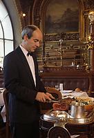 """Europe/France/Ile-de-France/Paris: """"BELLE-EPOQUE"""" - Restaurant """"Le Train Bleu"""" Gare de Lyon [Non destiné à un usage publicitaire - Not intended for an advertising use]<br /> PHOTO D'ARCHIVES // ARCHIVAL IMAGES<br /> FRANCE 1990 // Europe / France / Ile-de-France / Paris: """"BELLE-EPOQUE"""" - Restaurant """"Le Train Bleu"""" Gare de Lyon [Not intended for advertising use]<br /> ARCHIVAL PHOTO // ARCHIVAL IMAGES<br /> FRANCE 1990"""