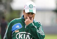 SAO PAULO, SP, 06 FEVEREIRO 2013 - TREINO S.E. PALMEIRAS - Gilson Kleina treinador do Palmeiras durante sessao de treinamento na Academia de Futebol nesta quarta-feira, 06. (FOTO: WILLIAM VOLCOV / BRAZIL PHOTO PRESS).