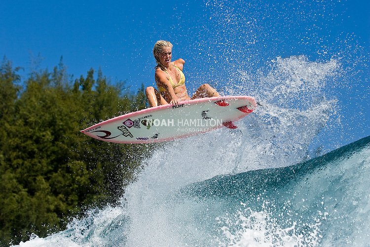 Naomi and Matt Nickelson married at Pila Beach, Kauai
