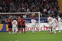 Freistoß von Tranquillo Barnetta (Bayer Leverkusen) auf das Tor der Eintracht