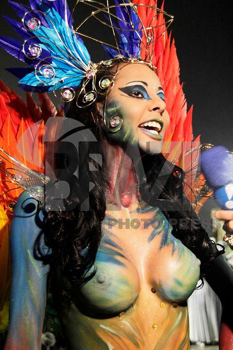 SÃO PAULO, SP, 04 DE MARÇO DE 2011 - CARNAVAL 2011 / UNIDOS DO PERUCHE - Concentração da escola de samba Unidos do Peruche, durante desfile do Grupo Especial na noite desta sexta-feira (4), no Sambódromo do Anhembi região norte da capital paulista. (FOTO: ALE VIANNA / NEWS FREE).