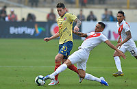 LIMA,PERÚ,09-06-2019:James Rodríguez jugador de Colombia disputa el balón con Yoshimar Otun jugador del Perú durante   partido amistoso de preparación para la Copa América de Brasil 2019 jugado en el estadio Monumental de Lima la ciudad de Lima./James Rodriguez player of Colombia fights the ball against of Yoshimar Otun player of Peru team during a friendly match in preparation for the 2019 Copa América of Brazil played at Lima's Monumental Stadium in Lima. Photo: VizzorImage / Cristian Alvarez / FCF